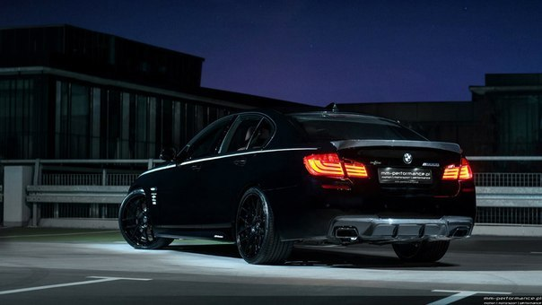 Black BMW M550d xDrive
